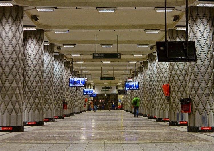 El ASOMBROSO secreto de la estación Politehnica del metro de Bucarest 1