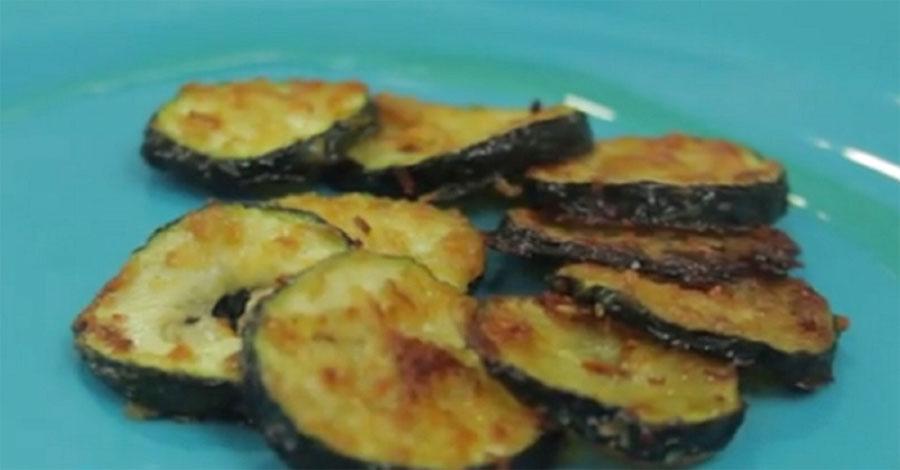 Esta receta de calabacines con queso fritos le CAMBIARÁ la forma de pensar sobre las verduras