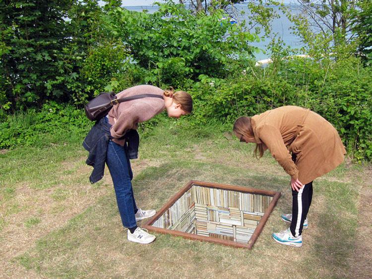 Dos mujeres iban caminando por la orilla cuando descubrieron algo IMPRESIONANTE... 1
