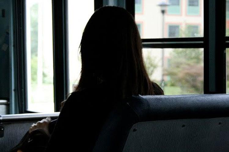 Una mujer ciega que toma el autobús cada día se queda sin aliento cuando el conductor le dice ESTO...