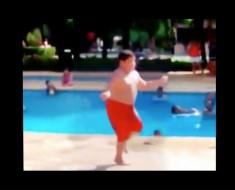 """Cuando oye """"Cuban Pete"""", este chico tiene la mejor reacción que he visto NUNCA"""