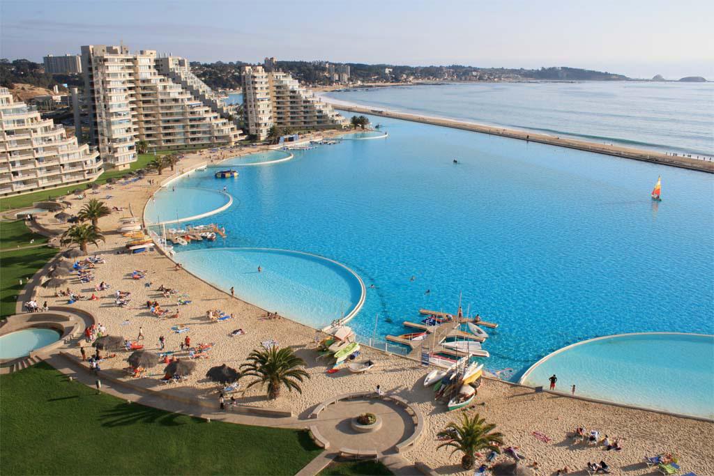 El resort en sí es hermoso, pero la piscina DESAFÍA la imaginación