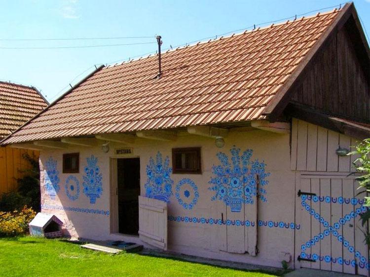 El pequeño pueblo pintado de Zalipie fue considerado como uno de los secretos mejor guardados de Polonia, HASTA AHORA