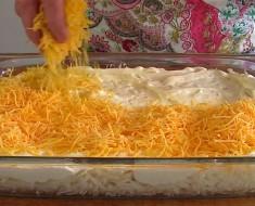 Pone queso sobre las patatas para recrear esta receta SECRETA. ¡No puedo dejar de babear!