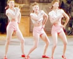 Estas hermanas parecen bailarinas de 1940. Pero ATENTOS a las piernas. ¡Increíble!