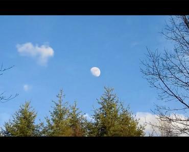 Él apunta su cámara a la luna y hace zoom hasta el final. ¡Me quedé ASOMBRADO!