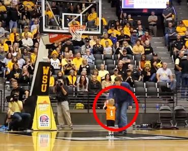 Este niño corre hacia la cancha de baloncesto. Segundos más tarde la multitud está GRITANDO...