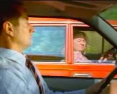 La abuelita situa su coche junto al de otro conductor, ahora ATENTOS a lo que hace