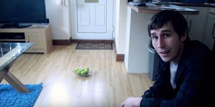 Este hombre muestra el vídeo de 4 años de actividades paranormales que lo PERSIGUEN