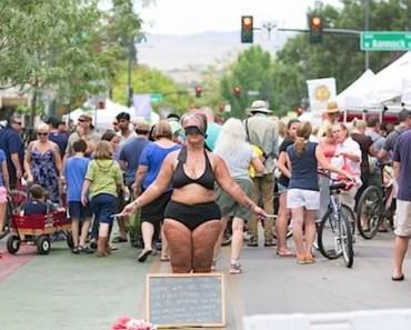 Esta mamá se pone en bikini en la calle, ahora observa cómo REACCIONAN la gente a su alrededor