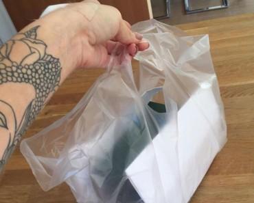 Le dan el alta del hospital a esta madre. Lo que recibe en una bolsa de plástico es absolutamente HORRIPILANTE