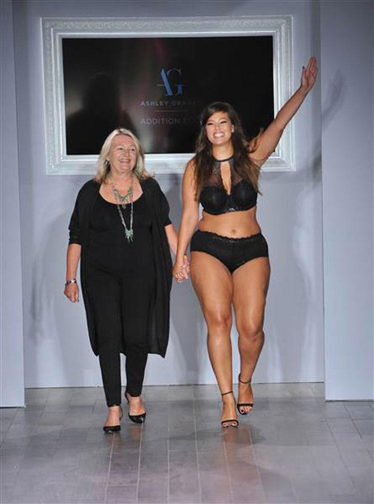 Esta modelo de tallas grandes está REVOLUCIONANDO la moda, sexy no significa estar flaca