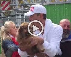 Este hombre sin hogar grita con horror como la gente huye con su perro