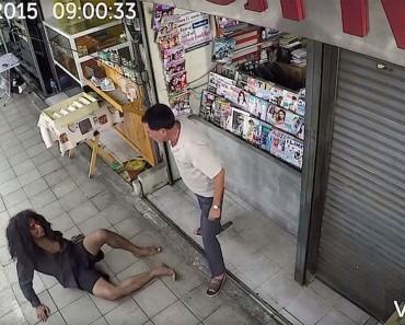 Abusa de un hombre sin hogar frente a su tienda. ¿Al día siguiente? Estoy en LÁGRIMAS