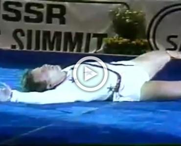 Se cae durante una actuación de gimnasia. Su siguiente movimiento hace que todo el público APLAUDA