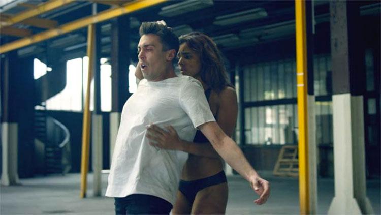 Medicine - Dos bailarines conversan en este fascinante y poderoso cortometraje que no te dejará indiferente