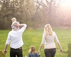 Mira de CERCA el retrato de ésta familia. Se ha hecho VIRAL por una razón conmovedora...