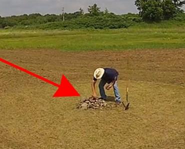 Este hombre organiza piedras en un campo vacío. ¿Cuando la cámara se aleja? ¡ASOMBROSO!