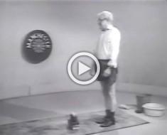 Un deporte que no prosperó: salto sobre huevos. Véalo en este adorable y curioso vídeo