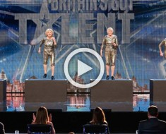 4 ancianas se sitúan en el escenario, ¿y cuando la música comienza? ¡Todo el mundo se sorprende!