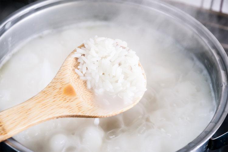 Esta nueva manera de cocinar el arroz reduce dr sticamente for Formas de preparar arroz