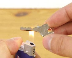 La razón por la que está usando un encendedor con su llave en totalmente GENIAL