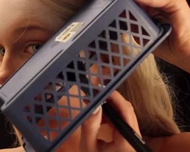 Esta chica se pone una caja sobre su rostro. Cuando vi lo que estaba haciendo, ¡me sorprendió! 2