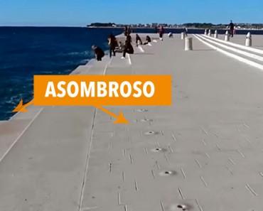 Cuando el agua toca este paseo marítimo, algo mágico (e inesperado) sucede. ¡WOW!