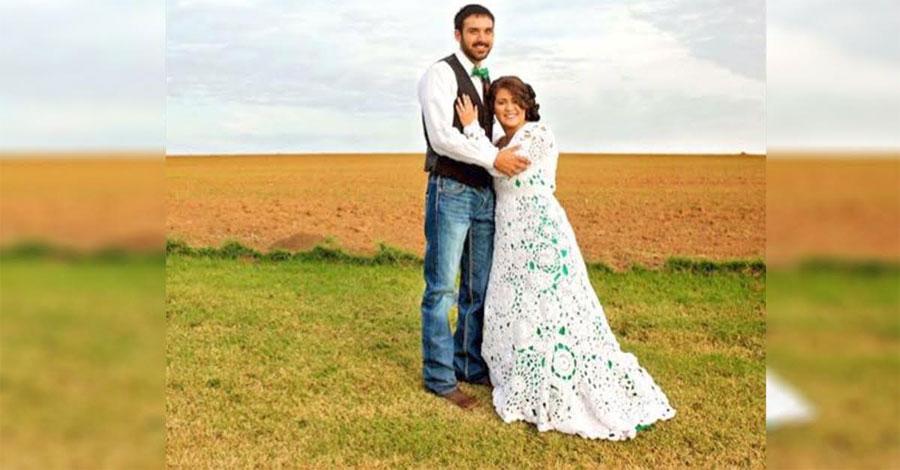 Parece una novia normal. Pero mira de cerca su vestido de novia ...