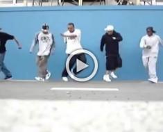 Estos 5 bailarines callejeros demuestran cómo un simple cambio en la música puede hacer algo HILARANTE