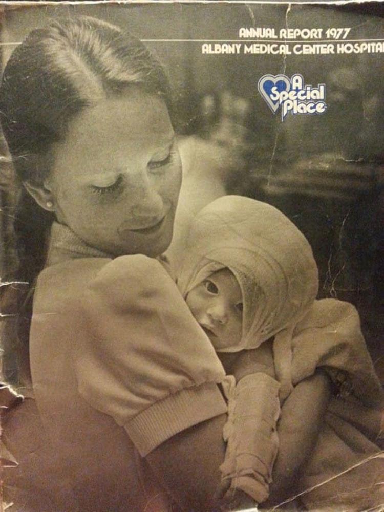 En 1977, una enfermera cuida a un bebé quemado... 38 años después no esperaba esto 2