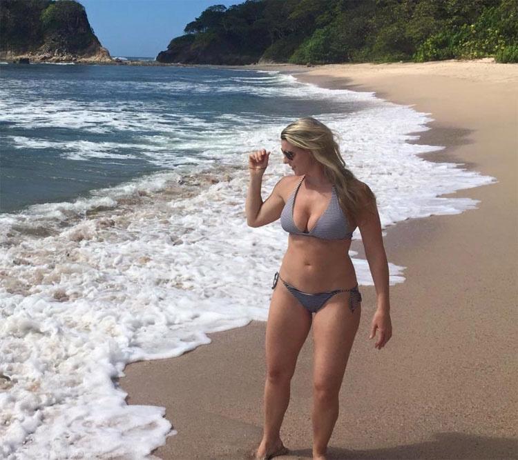 Ha publicado esta foto en bikini en Internet... Pero es su mensaje lo que se ha hecho VIRAL
