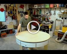 Hace a mano esta pequeña mesa de madera, pero ATENCIÓN, ¿Qué sucede cuando se gira hacia los lados?
