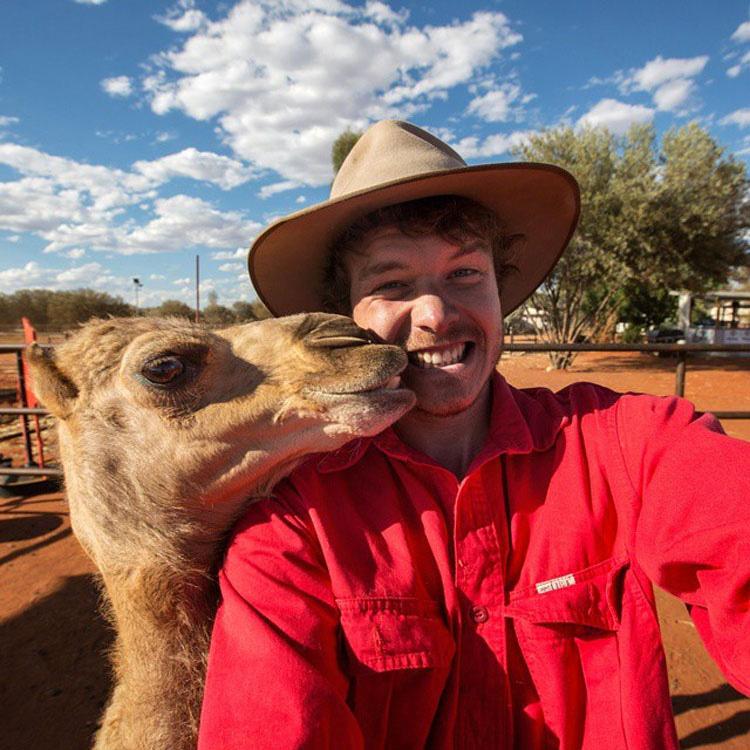 Este chico explica cómo tomar selfies con todo tipo de animales salvajes