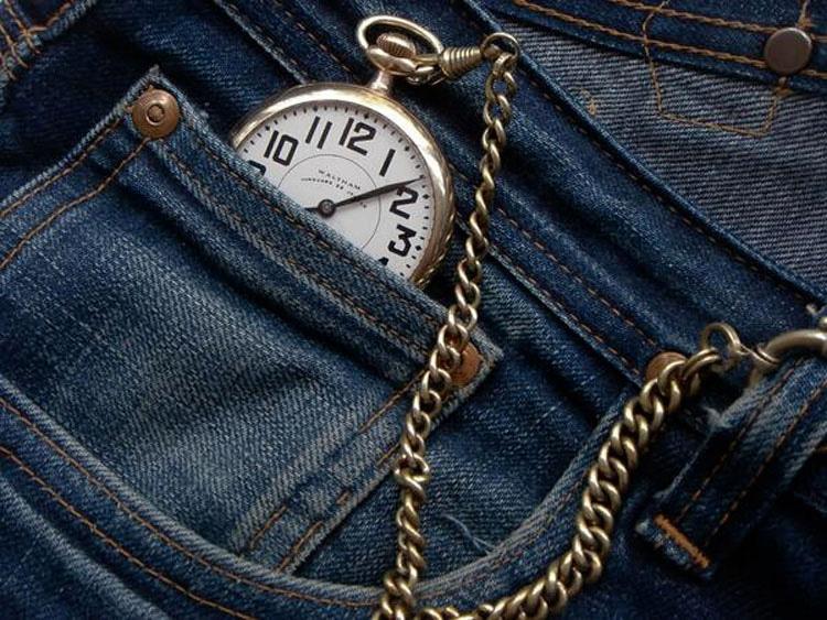 ¿Alguna vez te has preguntado por qué está ese pequeño bolsillo en los pantalones vaqueros? Esta es la razón...