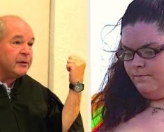 Esta cruel mujer es capturada maltratando a su perro, mira lo que el juez le hace hacer