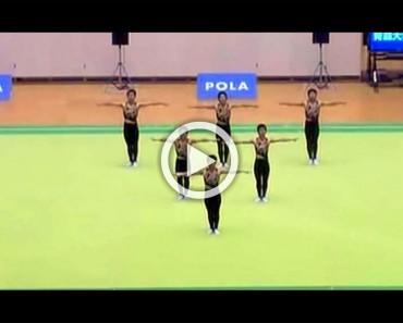 Cuando estos 6 chicos pisan el escenario, la multitud se queda impresionada por sus habilidades. Sus movimientos parecen magia