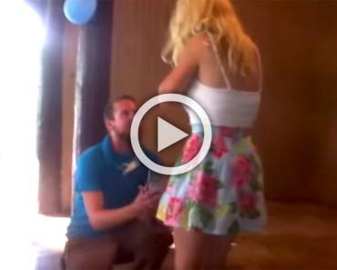 Es superada por la propuesta de su novio, pero es su reacción lo que te SORPRENDERÁ