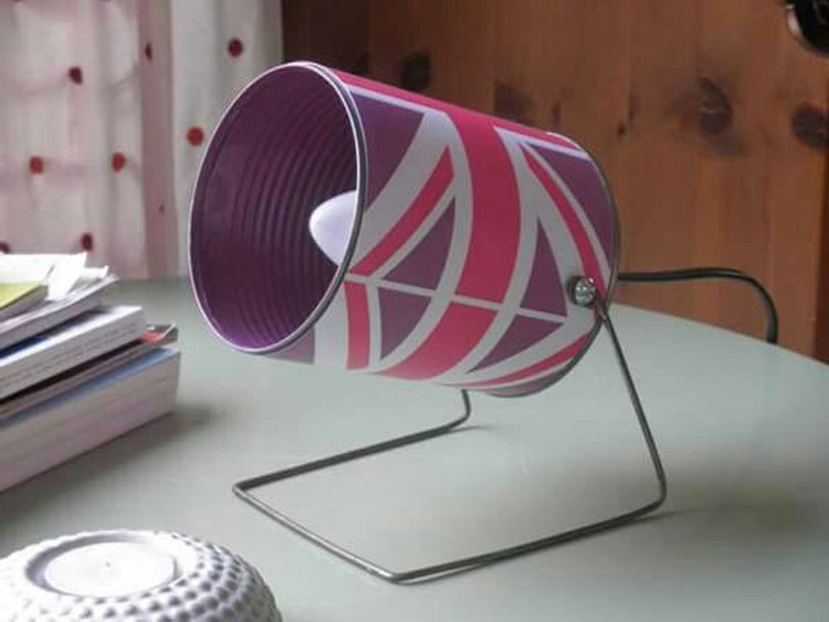 Guarda decenas de latas vacías por una inteligente razón -  ¡Una gran idea!