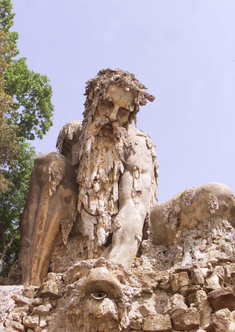 Esta enorme estatua del siglo XVI contiene un misterioso secreto