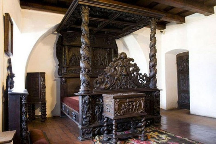 Este hermoso castillo acaba de subir a la venta... Pero guarda un aterrador secreto