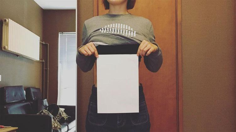 """El peligroso desafío """"cintura hoja A4"""" es la última tendencia del cuerpo en Internet"""