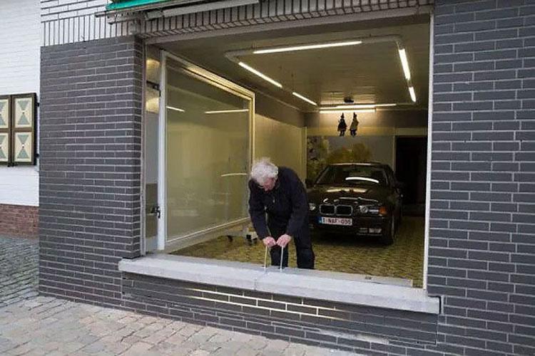 La ciudad no le permitía construir un garaje, ¿cuál fue su solución? ¡Divertidísima!