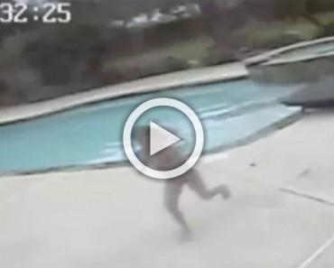Esta niña de 5 años encuentra a su madre boca abajo en la piscina. Mira lo que hace a continuación