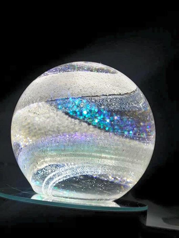 Cuando veas lo que hay dentro de estas hermosas orbes de cristal te emocionarás