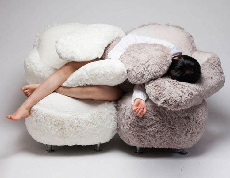 Este empático sofá te abraza como nadie más lo hará 1