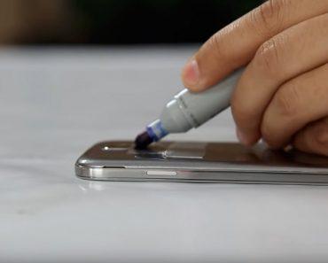 Pinta sobre su teléfono con un rotulador azul. ¿La razón? No tenía ni idea