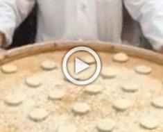 Este cocinero callejero chino parece que hace magia con la comida. ¡INCREÍBLE!