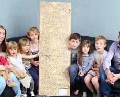 Esta familia encuentra un espejo. Lo que se oculta en la parte posterior te conmocionará