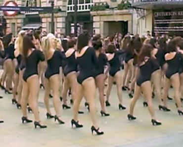 100 mujeres posan en leotardos, hasta que se dan la vuelta y te suena familiar...